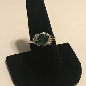 SIMULATED EMERALD RING SILVER TONE BAND